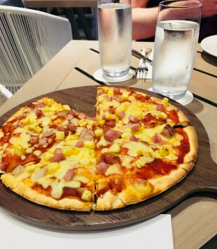 GF Hawaiian Pizza